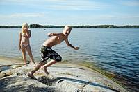 Badande Barn.Tif, Two Girls Enjoying At Beach