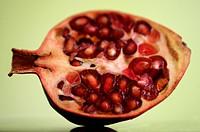 Granatäpple skuret mitt itu. Pomegranate Cut In Half, Close_Up