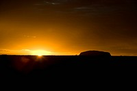 Uluru, Ayers Rock, Australien, Silhouette Of Mountain Against Sky
