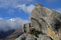 Formations of sandstone and summits of mountains on eastern side of Arthur Pass Nationalpark New Zealand
