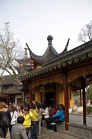 Tour group at Hanshan Temple, Suzhou, China