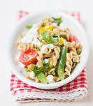 Pasta, bean, sheep´s cheese and tomato salad