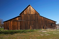 Agriculture _ Wooden western ranch barn / CA _ Salinas Valley