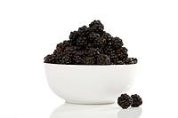 Blackberries (Rubus sectio Rubus) in a bowl