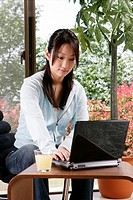Young woman and laptop (thumbnail)