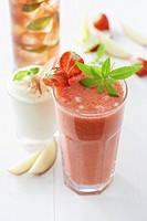 Strawberry smoothie, apple shake and iced tea