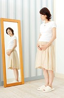 Pregnant woman watching a mirror (thumbnail)