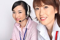 Business lady talking in headset (thumbnail)
