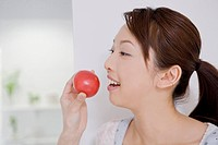 Woman who eats a tomato