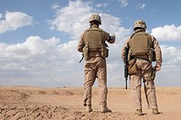 Marines scan the horizon for insurgent activity (thumbnail)