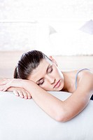 Young woman sleeping (thumbnail)