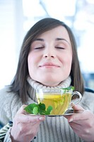 woman with mint & lemon tea