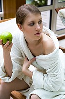 Woman eating apple (thumbnail)
