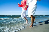 Couple running on seaside (thumbnail)