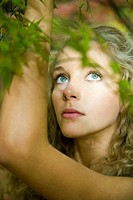 Blond woman in park (thumbnail)