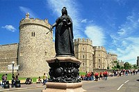 Statue in front of a castle, Queen Victoria Statue, Windsor Castle, Windsor, Berkshire, England