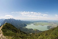 Germany, Bavaria, Kochelsee, view of valley with lake