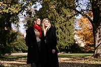 Women, waiting, beauty, autumn, park, young adults (thumbnail)