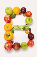 Fruits and vegetables in the shape of letter B, close_up