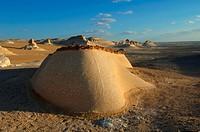 Aegypten _ Landschaft in der weissen Wueste