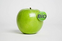 A green apple with a ´Bio´ button in it