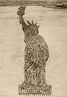 18,000 American soldiers formed into a living Statue of Liberty at Camp Dodge, Des Moines, Iowa, August 1918  From L'Illustration, 1918