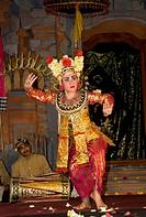 Legong dance, Sekaa Gong Jaya Swara dance troupe, Puri Saren Agung (Royal Palace), Ubud, Bali, Indonesia