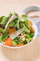 Salad with cashew nuts