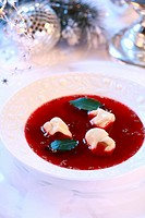 Borscht with ravioli for Christmas