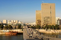 France, Paris, banks of the Seine River listed as World Heritage by UNESCO, Passerelle Simone de Beauvoir and National Library of France Francois Mitt...