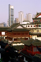 China, Shanghai, Yu gardens and Pudong business distict, roof with pagoda shape