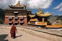 China, Gansu Province, Xiahe, Labrang Buddhist Monastery, Tibetan pilgrims