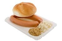 Würstel mit Senf, Kren und Gebäck