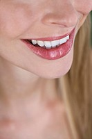 Close_up of a woman´s mouth, smiling