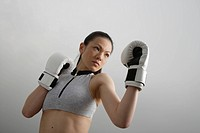 View of a young woman boxing (thumbnail)