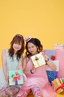 Portrait of teenage girls with gift boxes (thumbnail)