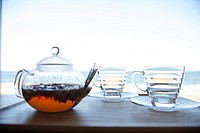 Teapot and tea cup on table, close_up