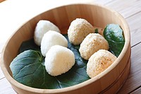 Rice balls in bowl, close_up