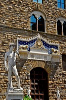 Copy of David by Michelangelo in front of Palzzo Vecchio, Florence, Tuscany, Italy, Europe