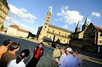 Guided city tour in cathedral square, Bamberg, Upper Franconia, Bavaria, Germany