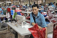Workers at textile industri making bags for Ikea, Vietnam 2008