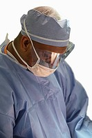 Male surgeon. MR
