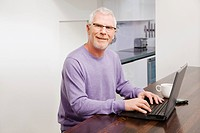 Mature man using laptop (thumbnail)