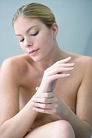 PAINFUL WRIST IN A WOMAN Model