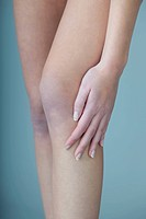 KNEE PAIN IN A WOMAN Model.