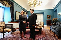 Chilean President, Michelle Bachelet (left), and her Vietnamese counterpart, Nguyen Minh Triet (right) review the guard of honor at the Palacio de la ...