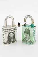 Paper padlock made from us dollar and korean banknote