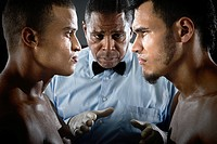 Referee and boxers face to face (thumbnail)