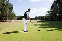 Male golfer on the fairway (thumbnail)