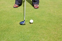 Cropped image of a golfer (thumbnail)